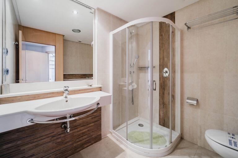 appartement medifit badkamer